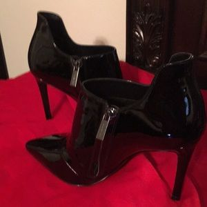Michael Kors Black Patent Leather Ankle Boities
